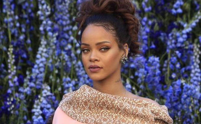 Bisnis Fashion Rihanna